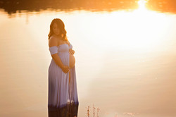 maternity session sunset in lake