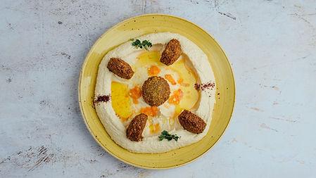 humus sa falafelom.jpg