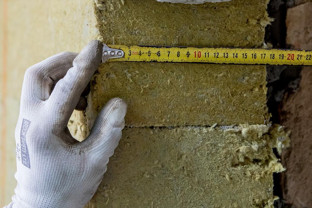 15 centimetrů a více je doporučovaná tloušťka tepelné izolace, uvažujeme-li v delším časovém horizontu, pak se vyplatí investice do pár centimetrů navíc.