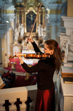 Monika Urbanova housle H.jpg