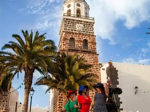 """FOTONOVELA : """"Raluca, Piluca y Maruca recuerdan Lanzarote"""" Parte I (Homenaje a nuestros turistas)"""