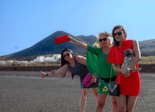 """FOTONOVELA : """"Raluca, Piluca y Maruca recuerdan Lanzarote"""" Parte II (Homenaje a nuestros turistas)"""