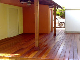 עץ איפיה לדק , מחסן עצים , עץ איפיה ברזילאי באיכות גבוהה