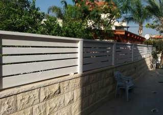 גדר עץ בחיפה