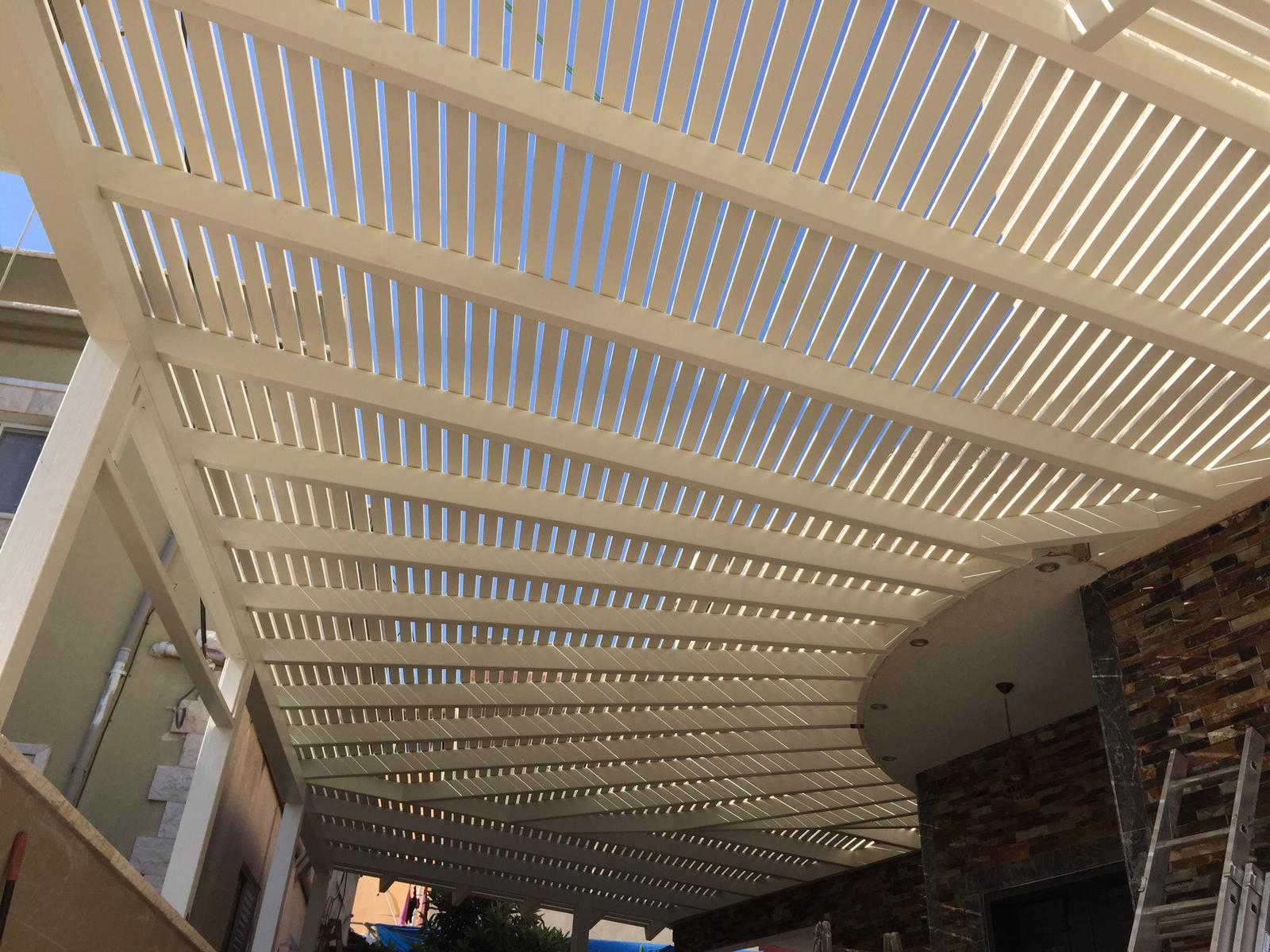 פרגולה חיפה בצבע לבן