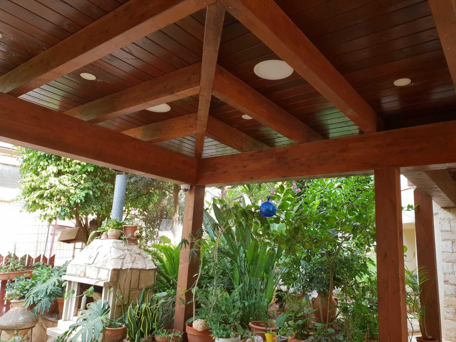 פרגולה לחנייה מעץ גושני