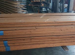 מחסן עצים חיפה אספקת לוחות עץ לגדר צבועים בכל גוון , אפשר להזמין גם עץ חתוך למידה משלוחים לחיפה והצפון