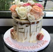🌹 #Dripcake#nakedcake#freshflowers#newl