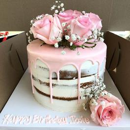 🌹 #dripcake#pinkdrip#freshflowers#flowe