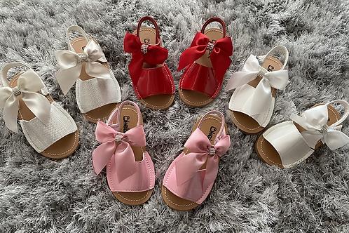 Diamanté bow sandals infant size 3-7