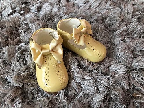 Lemon spanish bow shoe size 3-10