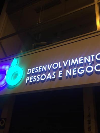 CD6 Fachada Acrílicos Curitiba
