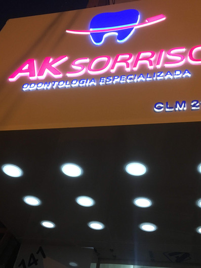 AK Sorriso Fachada Acrílicos Curitiba