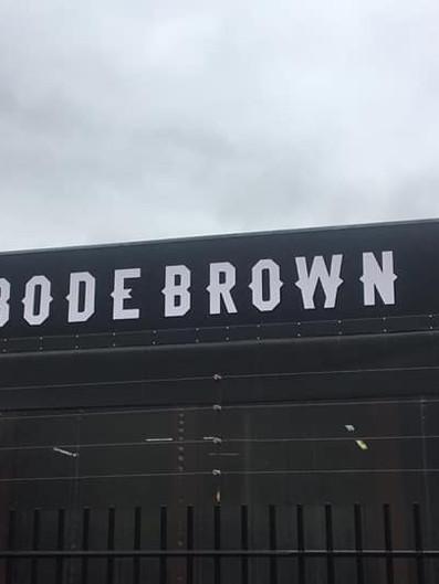 Bodebrown Fachada Acrílicos Curitiba