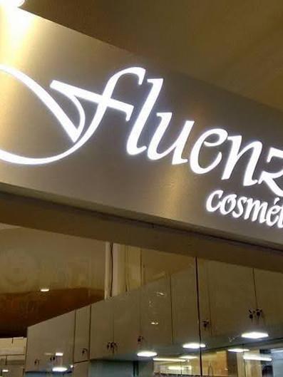 Fluenze Cosméticos Fachada Acrílicos Curitiba