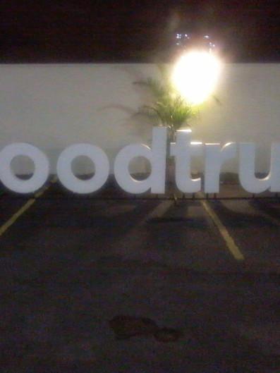 FoodTruck Fachada Acrílicos Curitiba