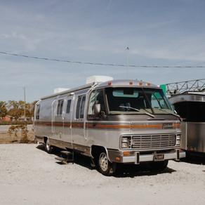 004 - Schulbus, Van, Anhänger oder doch Camper?