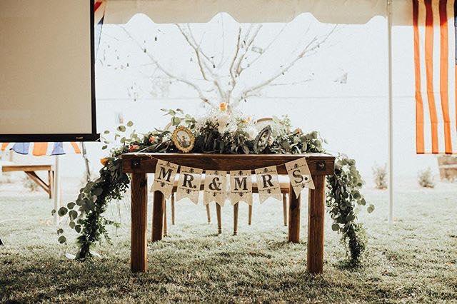 MR & MRS sweetheart table