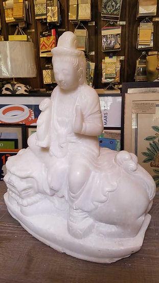 alabaster, hand, carved, quan, kwan, kuan, guan, qwan, yin, shishi, lion, vintage, antique, 20190423_125928_1024.jpg