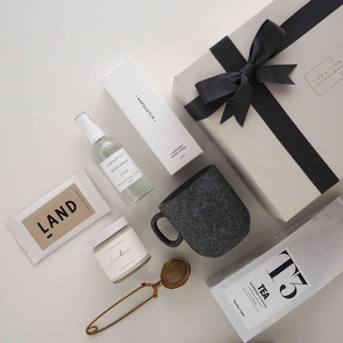 Gift Boxes Uk Large Small Gift Boxes Curated Hampered