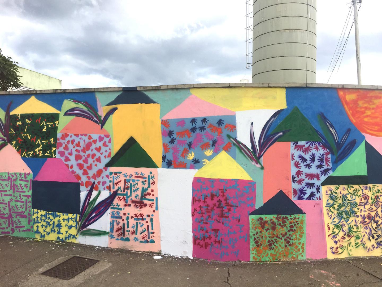 Muro pintado pelas crianças em Jundiapeba.