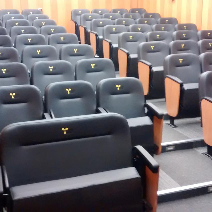 poltronas pra auditório Innovati