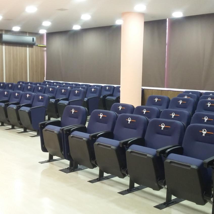 Poltronas para auditório Innovati