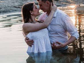 Coupleshoot in de in het water bij de Zwarte Dennen in Staphorst.