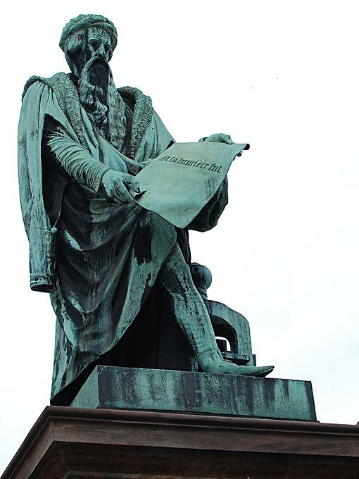 Statue_de_Gutenberg_à_Strasbourg.jpg