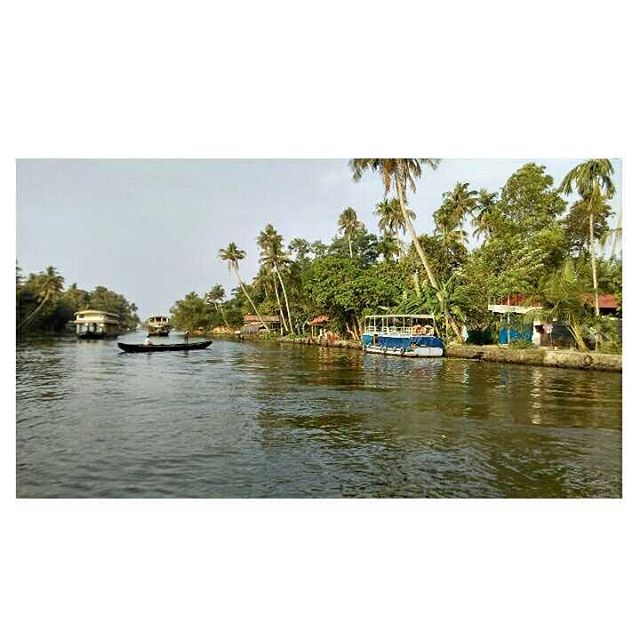Backwaters , Alleppey