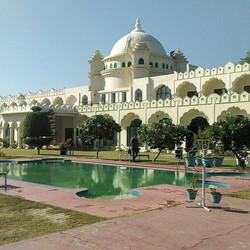 Hotel Gulaab Niwas Palace - a beautiful palace in Pushkar run by Shakti Singh Rathore ,  an Old boy