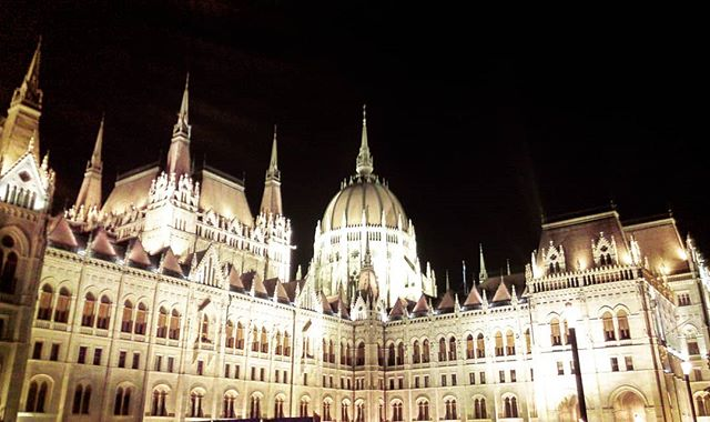 Simply Budapest - Last night on way back home