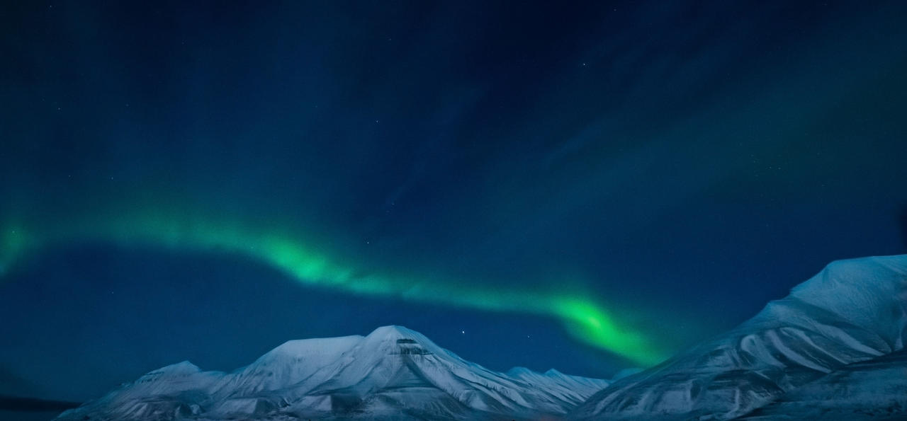 Northern_lights_in_Norway_Svalbard_in_th