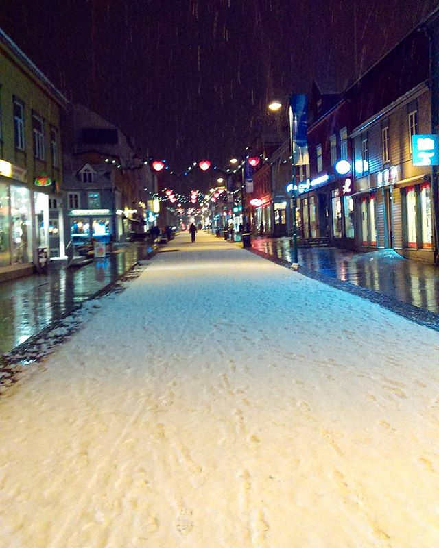 A long walk in snow ,going back home - you never feel bad walking in snow  #Storgata #Tromsø it's on