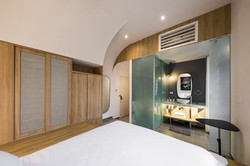 Suite with curve ceiling