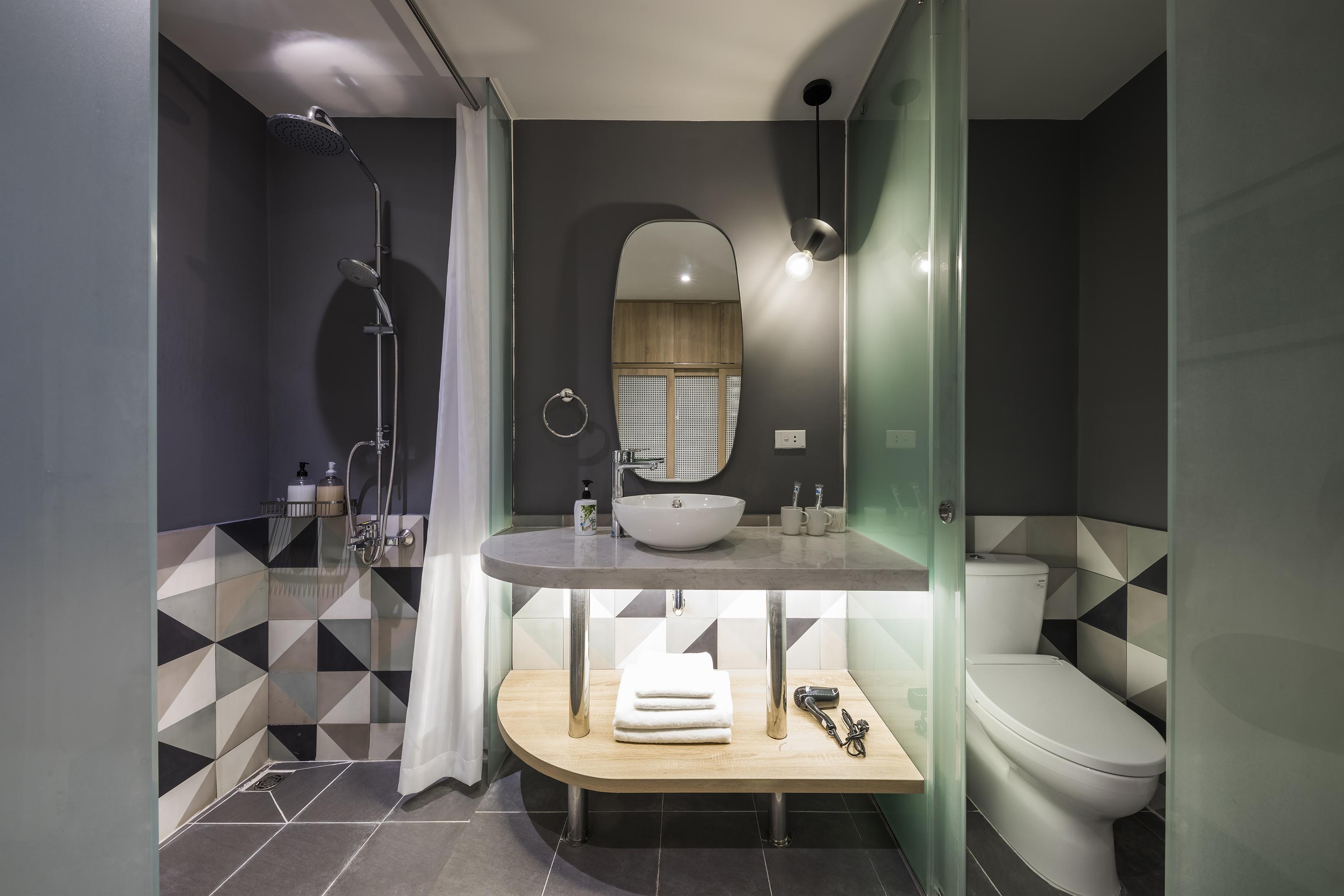 Suite restroom