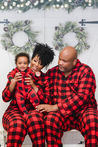 family holiday photos (Twist out w/ cut)