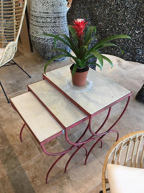 Table gigogne marbre et métal rouge