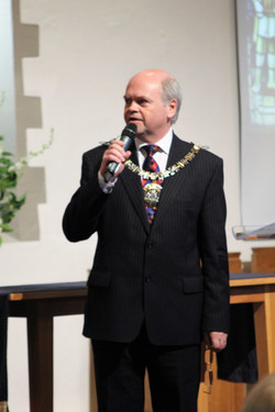 Mayor gives a speech
