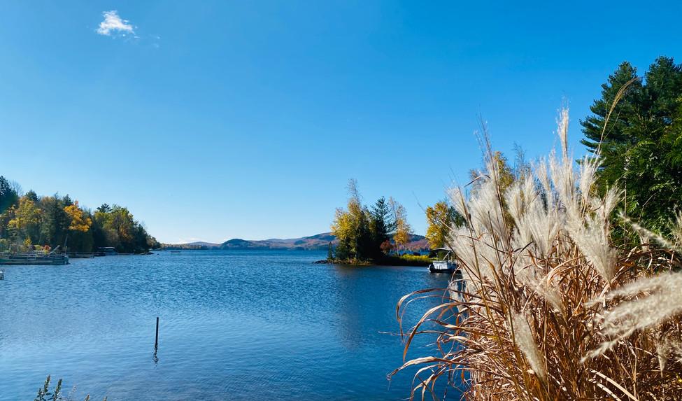 la vue parfaite sur le magnifique lac Brompton