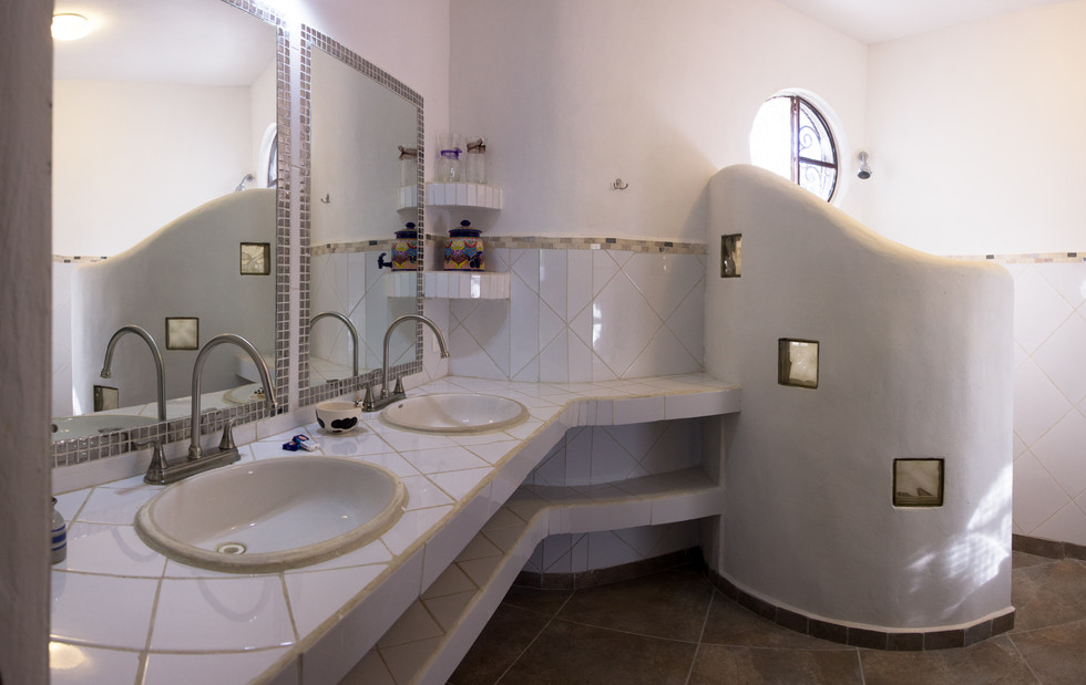 Lovely, peaceful, quiet zen enviroment. Like 25 min walk from the bus station. Very nice staff, clean rooms and comfortable beds. Spacious bathroom and plenty of hot water which is not very common in other parts of Mexico. Me and my friends really enjoyed our stay