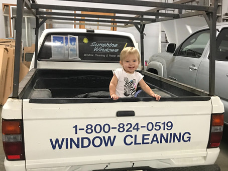 4 THINGS TO DO BEFORE YOU HIRE A WINDOW CLEANER