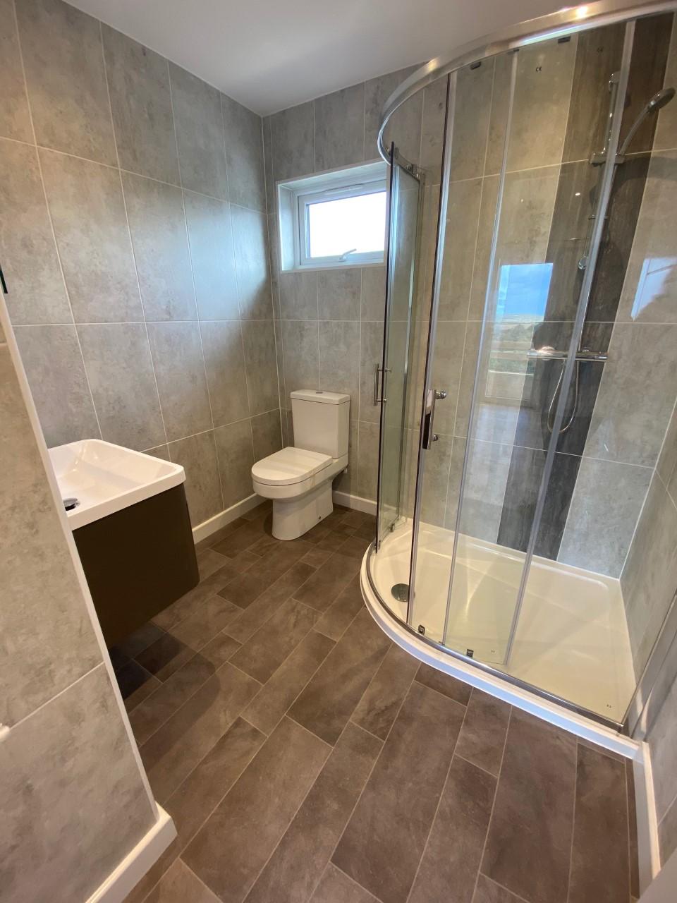 Shower Room (Master En-Suite)