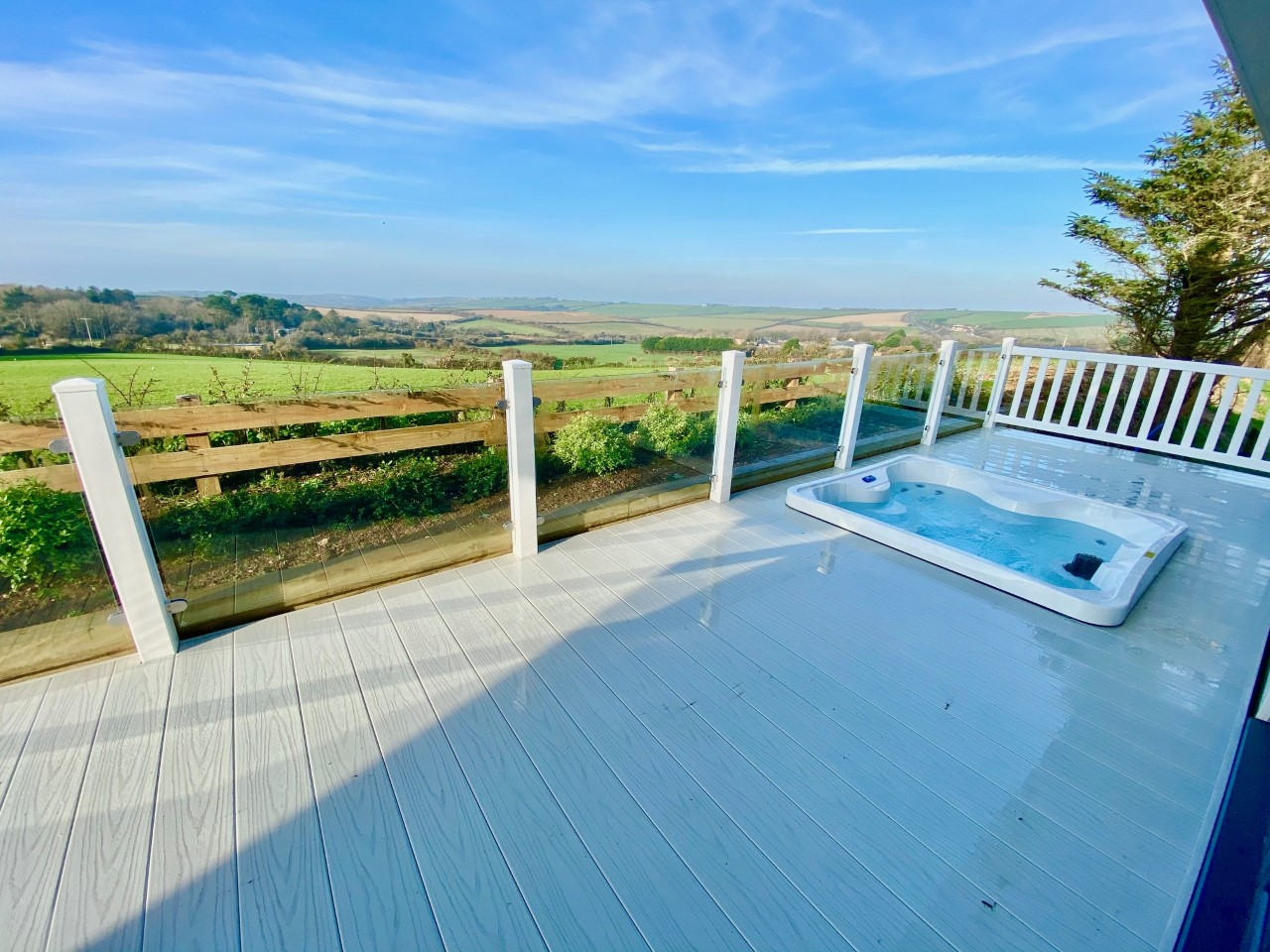 Large Deck with Hot-Tub