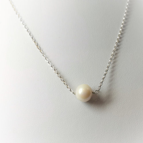Single pearl on Sterling Silver
