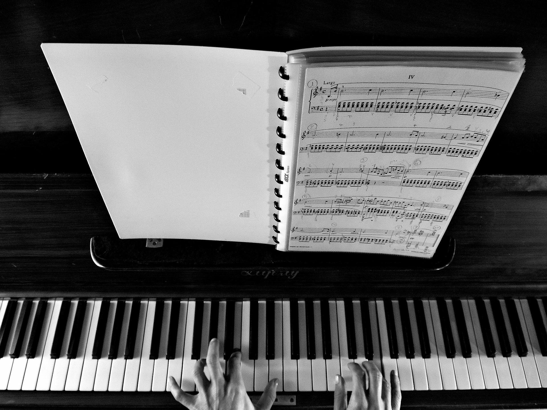 piano-926851_1920