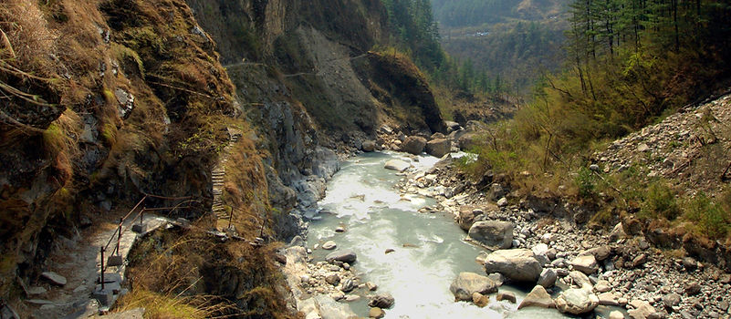 Trail along the Kali Ganaki river on Annapurnacircuit, Nepal