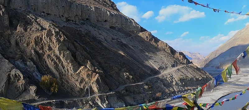 Road running next to Kali Gandaki River