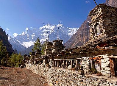 Mani wall leadinginto Manang, Annapurna, Nepal
