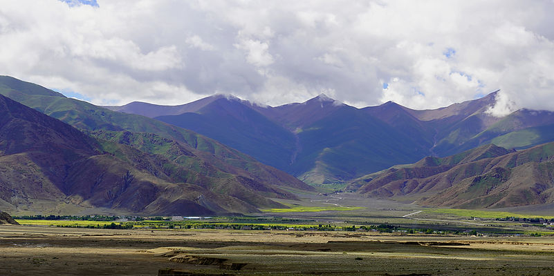 Tibetan valley between Shigatse and Lhasa